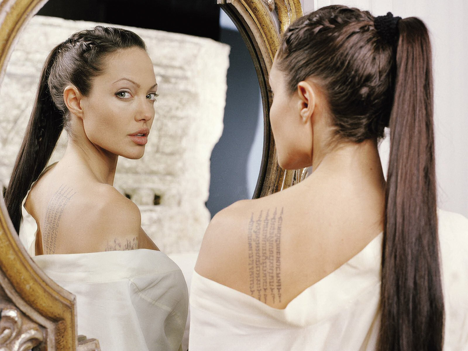 related pictures angelina jolie - photo #12